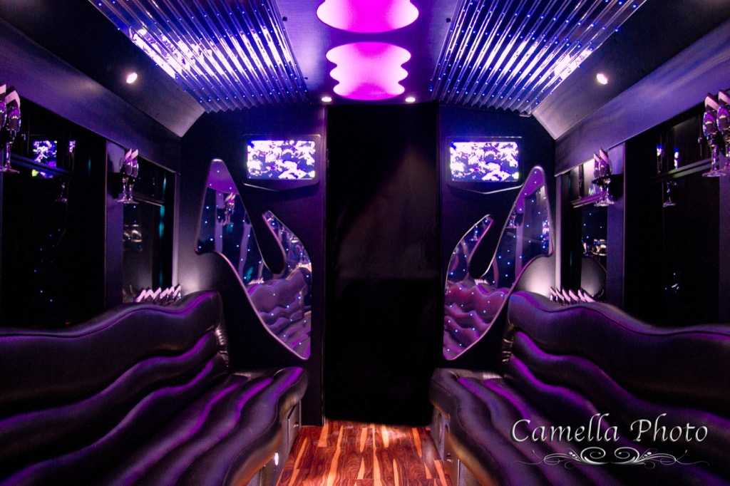 EL24 White Limo Party Bus