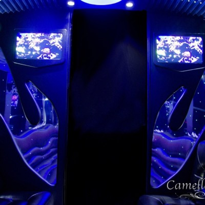 EL24 White Limo Party Bus