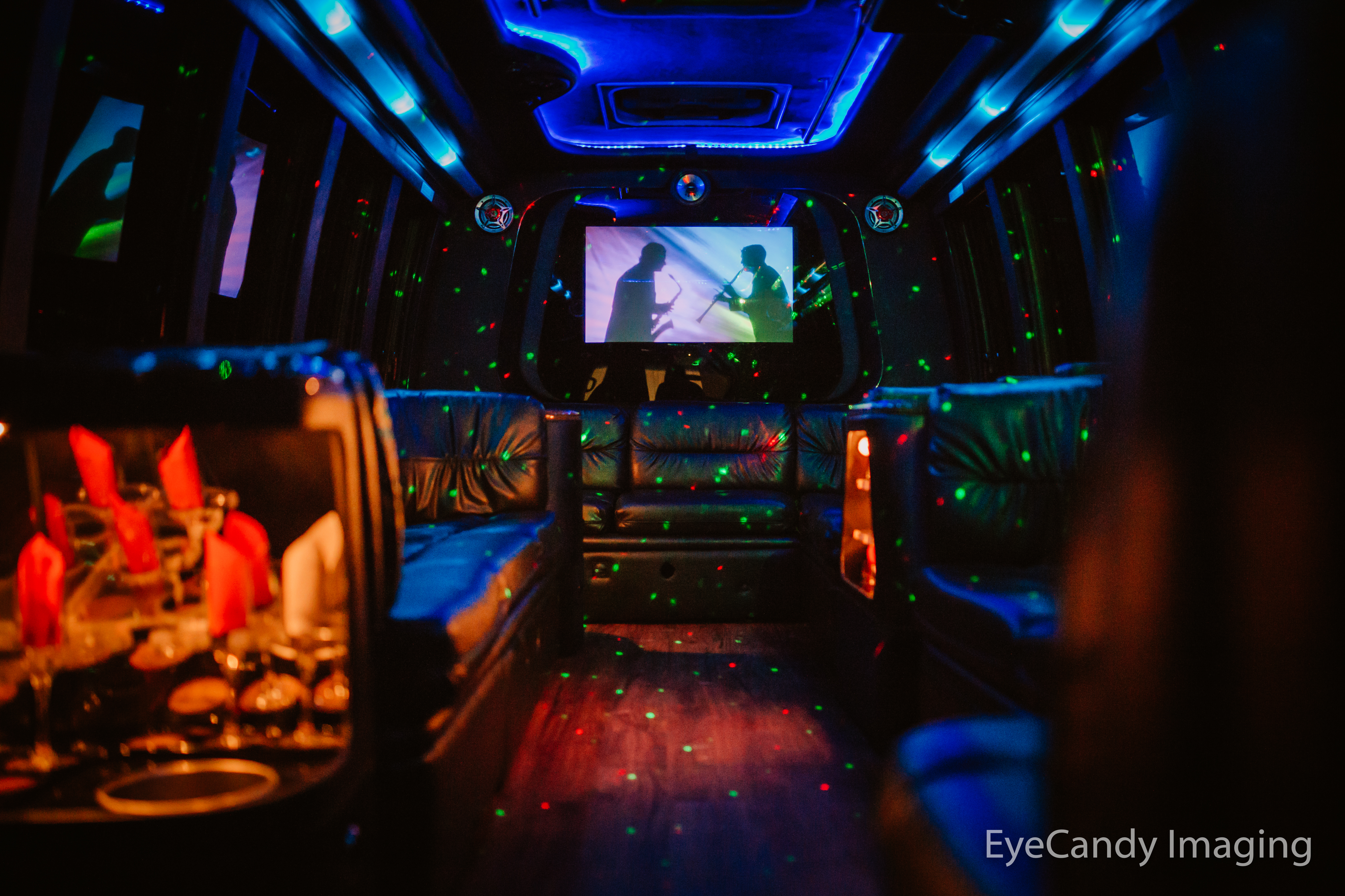 EL18 White Limo Party Bus
